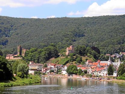 Zwei der vier Burgen in Neckarsteinach